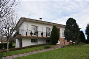 4 bedrooms 6 room house to buy in St Jean Le Vieux