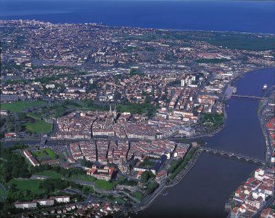 Bayonne ville au riche pass historique for Piscine bilbao